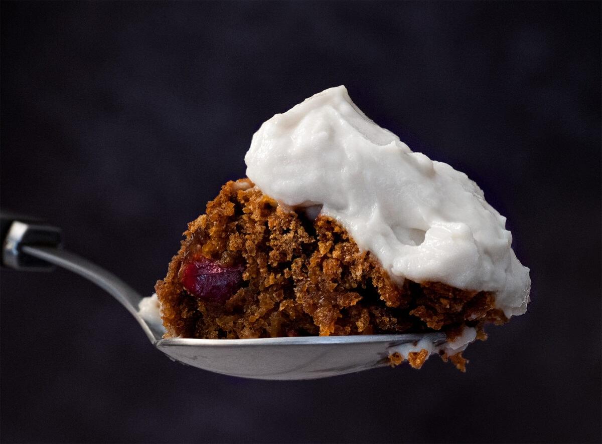la texture de ce glacage vegan a base de yaourt au soja est onctueuse gourmande et se tient bien